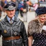Visitantes burlan la prohibición de llevar uniformes nazis a evento de la 2GM en Inglaterra