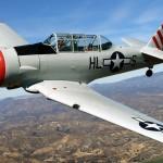 A los 100 años de edad mujer piloto vuela en un AT-6 nuevamente.