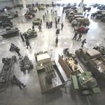 Exponen vehículos de la Segunda Guerra Mundial en Moscú