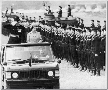 reina-isabel-inspecciona-tropas-en-alemania