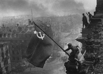 Bandera soviética en el Reichtag