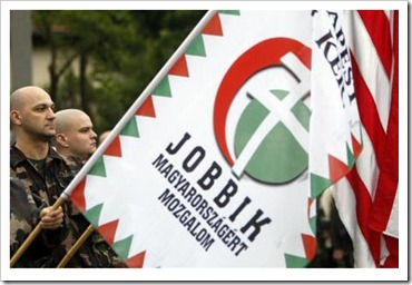 jobbik-skinheads-with-flag