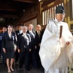 168 legisladores japoneses visitan el Santuario de Yasukuni
