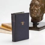 En subasta copia personal de Mein Kampf de Hitler