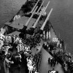 Gran cañón del acorazado USS Missouri es colocado en museo de Delaware, EE.UU.