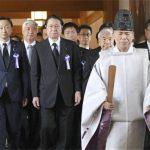 PM Shinzo Abe se abstiene de visitar el santuario Yasukuni en aniversario de rendición de Japón