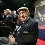 El último sobreviviente del ataque a Tokio por Doolittle cumplió 103 años