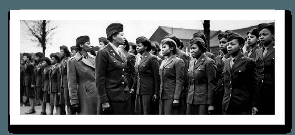 La Coronela  Charity Adams Earley pasa revista a la unidad