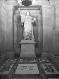 Los restos de Napoleón II ingresan a la cripta.